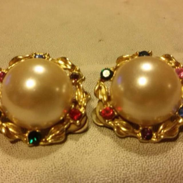 Classy Pearl Earring clipped