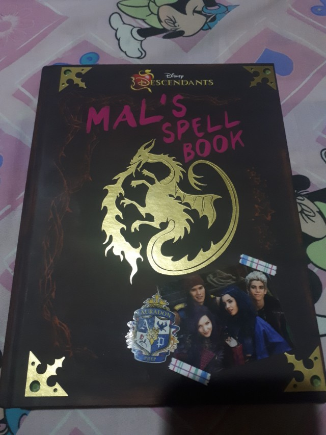 Disney's Descendants: Mal's Spell Book