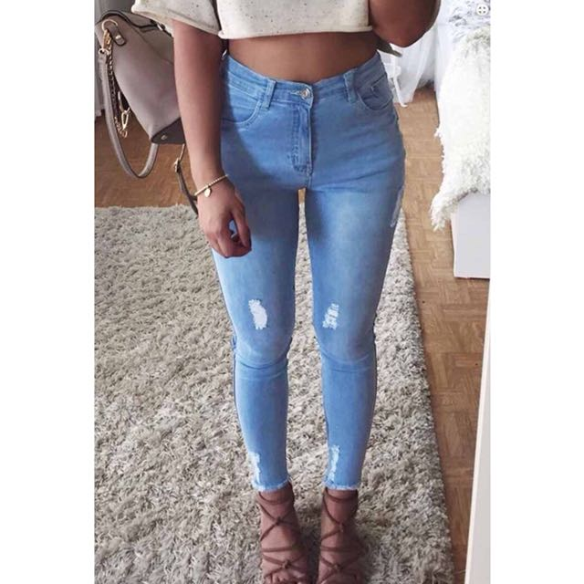 High-Rise Jeans // Ripped details
