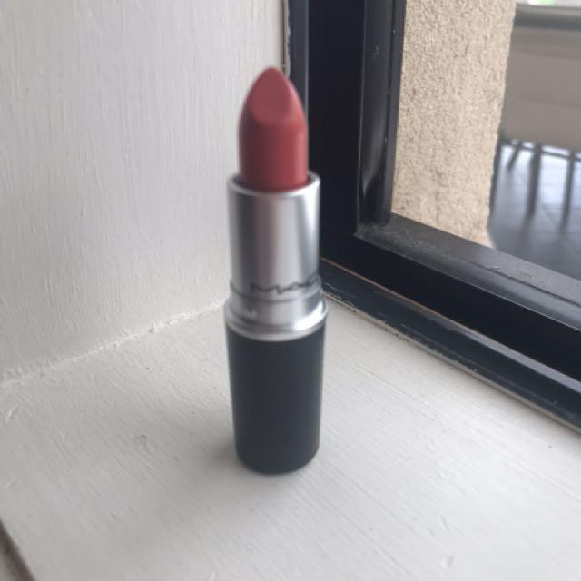 Mac lipstick Vegas volt MAKE ME AN OFFER