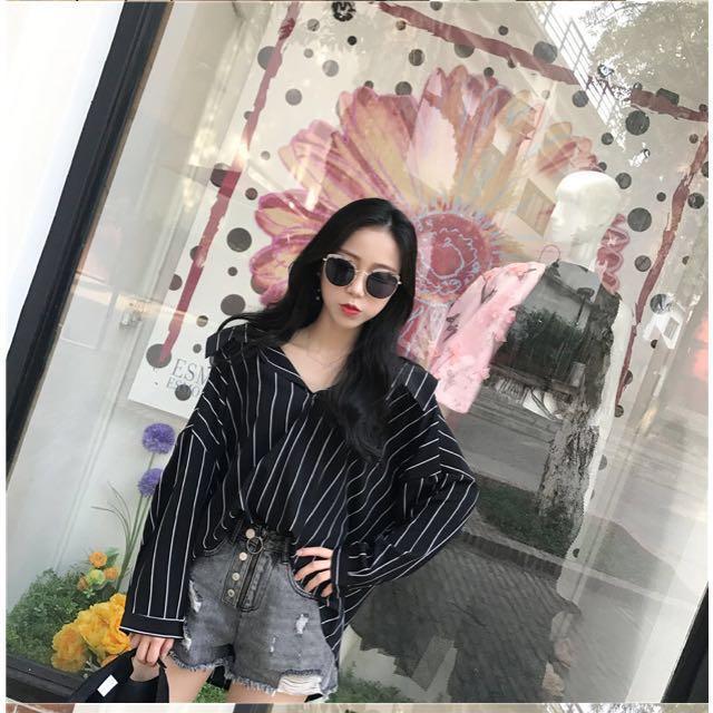 PRICE DROPP striped crop black blouse oversized fit