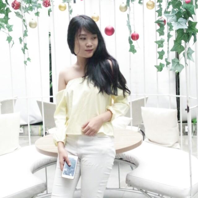 Sabrina yellow