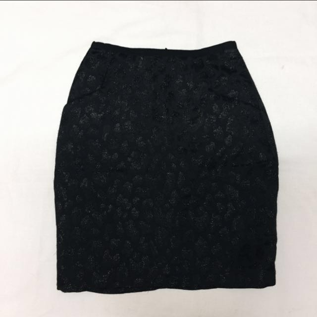 SALE: H&M What could be darker than black?