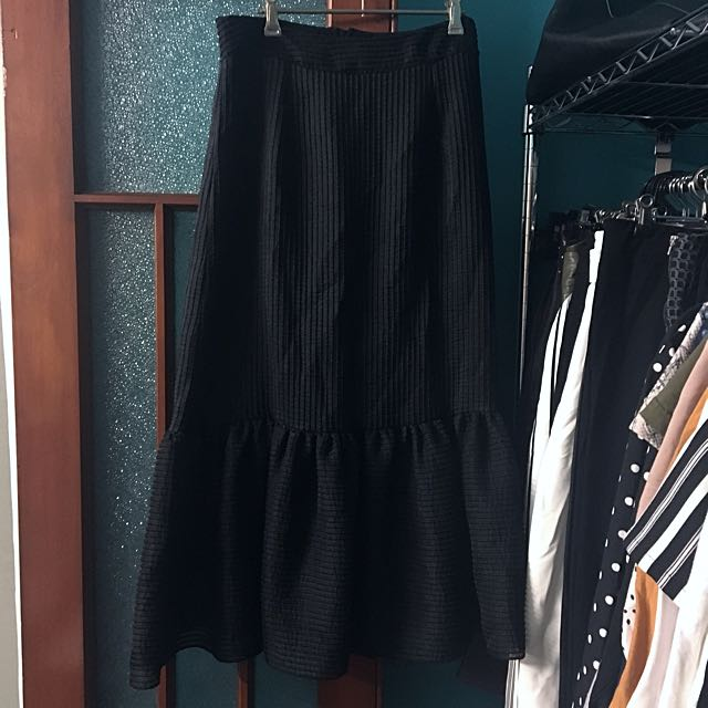 Seed Fishtail Black Skirt