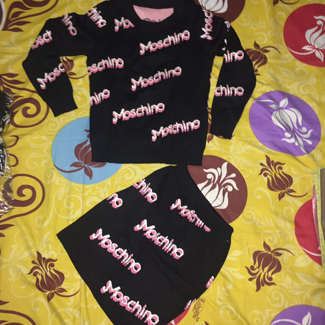set knit moschino hitam