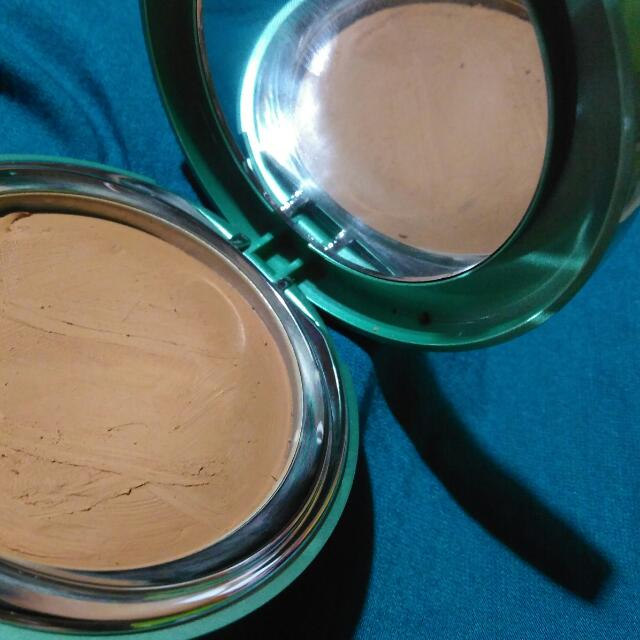 Wardah exclusive creamy foundation+free 1 tube wardah lightening facial serum