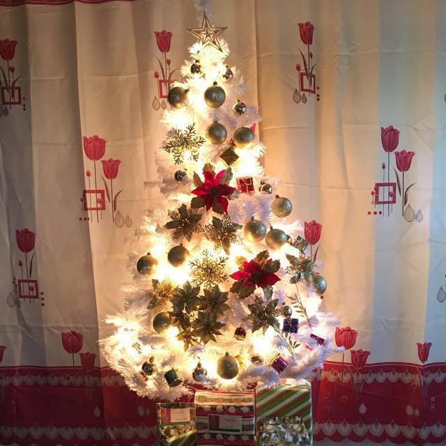 White Christmas Tree 5 FT. ‼️ SALE