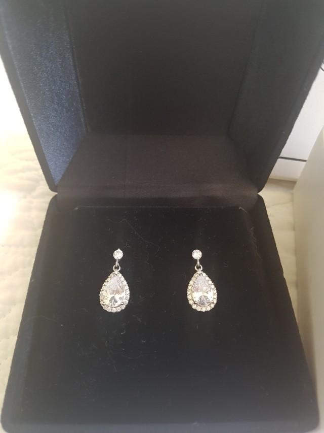 Windsor bridal jewellery - short drop earrings