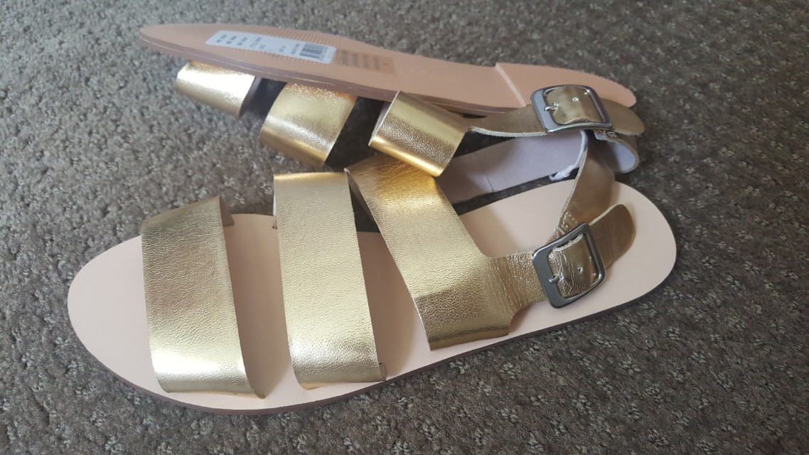 Womans seed gold leather flats 39 8