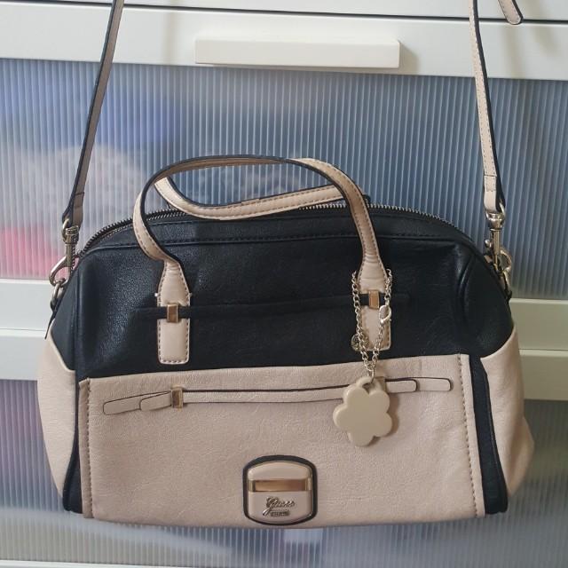 Womens original Guess bag