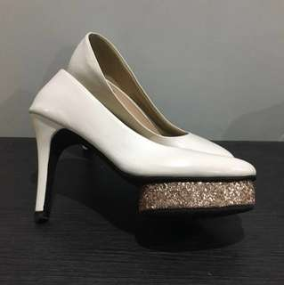 Sevieyana White and Gold Heels