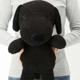 Snoopy black KAWS x Peanut uniqlo limited edition collector item