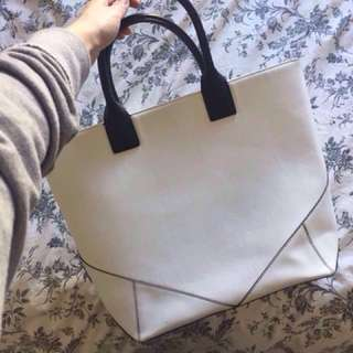 Big white tote 👜