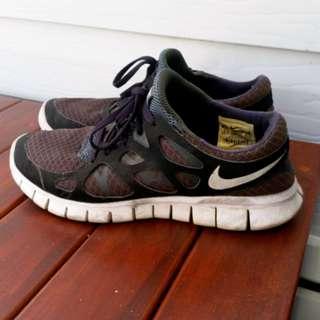 Nike 'Free Run 2' Size 8 black runners