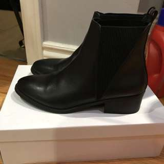 STEVE MADDEN DIMPLE BOOTIES