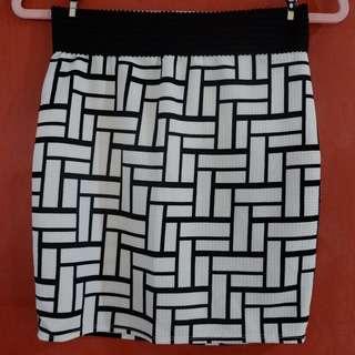 Stretchable formal skirt