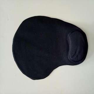 Mouse Pad Dengan Bantalan