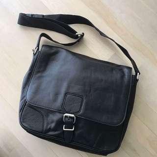 HUGO BOSS slingbag ( KULIT )