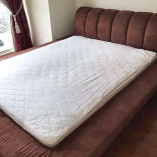Queen Size Bed Frame with Matress