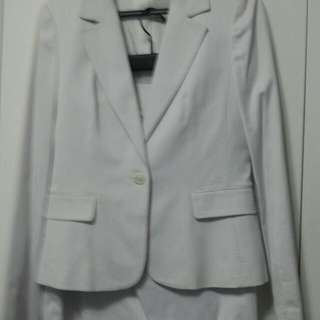 白色直條套裝及裙 A set of White jacket with skirt