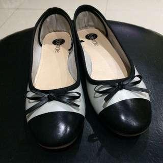Black & Grey Flat Shoes