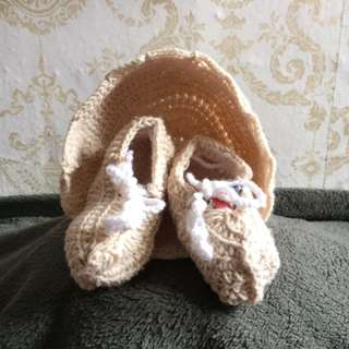 Knitted Baby Shoe/Hat/Blanket