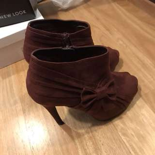 Ankle red boot heels