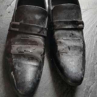 Sepatu formal hitam