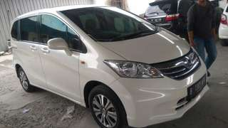 Honda freed 2012 AT putih