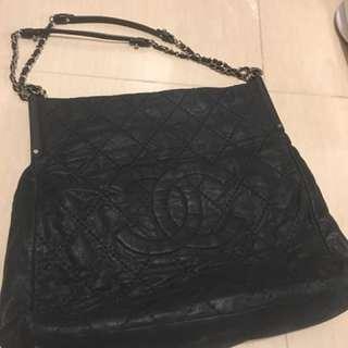 Chanel 手袋,約四丶五年前香港店購買,新凈,少用,百分百真貨,單已遺失,歡迎查詢