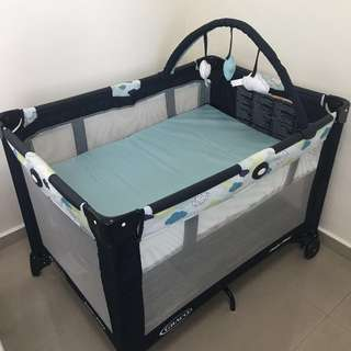 Graco Pack And Play (Clouds Design)