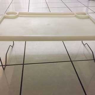 Foldable serving tray