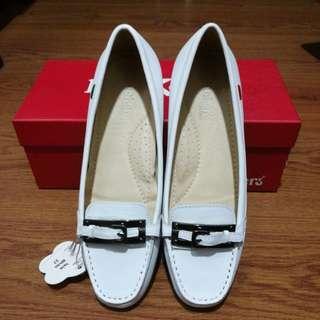 Kickers White Walking Shoes