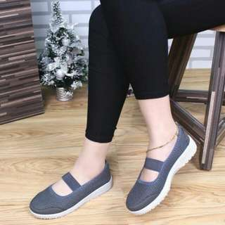 New Arrival New My Fashion Slip On Shoes Fashion Eisha SlipOnshoes 50322 Quality : Semipremium Bahan  : Kulit Canvas Berat    : 0.45 Kg (Free Box) Size Insole Outsole 36 22 24 37 22.5 24.5 38 23 25 39 23.5 25.5 40 24 26 4 Warna (Black, Blue, Grey, Red)