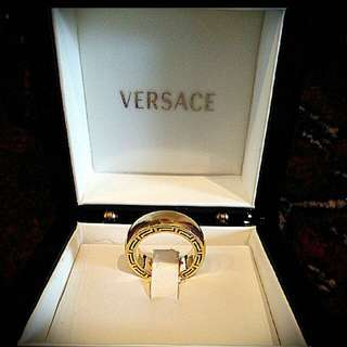 Versace 18 K gold ring