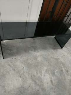 FMAM glass table