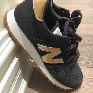 size 9.5 US NB New Balance kicks in rose-gold and navy