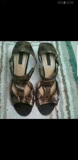 Sepatu high heels charles n keith