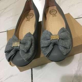 灰色典雅娃娃鞋