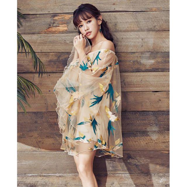 平口雪紡紗喇叭袖五色彩鳥短洋裝