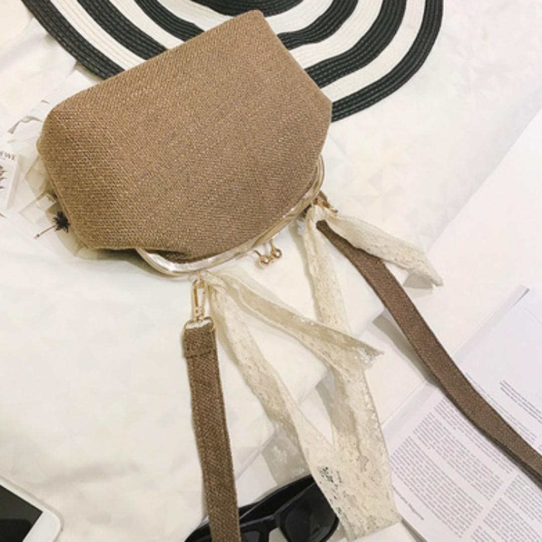 日系森林系 金屬夾口蕾絲絲巾肩小背包