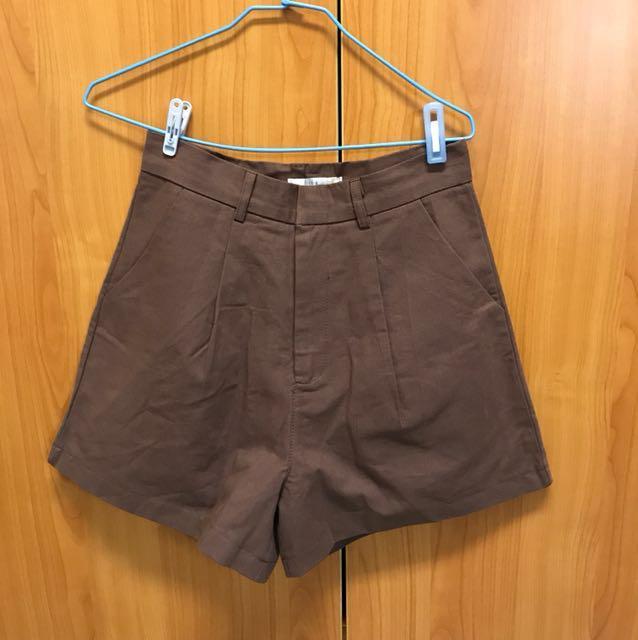 出清 全新 質感超好有內裡的的咖色短褲 M號