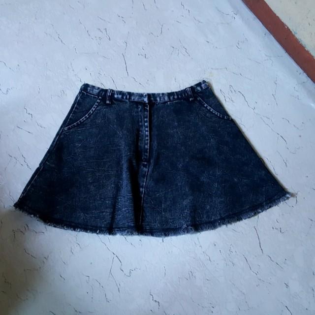 Acid washed flared skirt