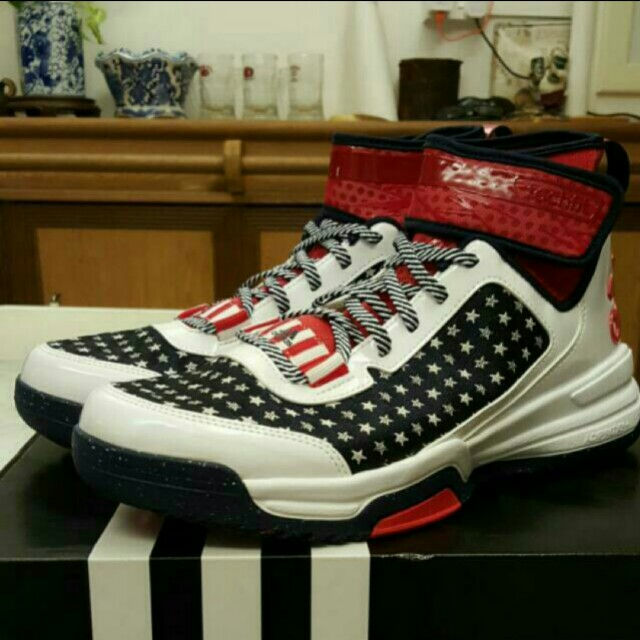 finest selection f9d08 5154d Adidas Dual Threat BB 4th of July Basketball Shoe, Sports, Sports Apparel  on Carousell