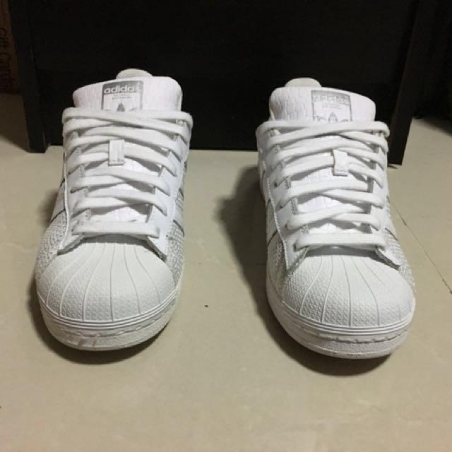adidas superstar bianco s75962, moda maschile, le calzature per carousell