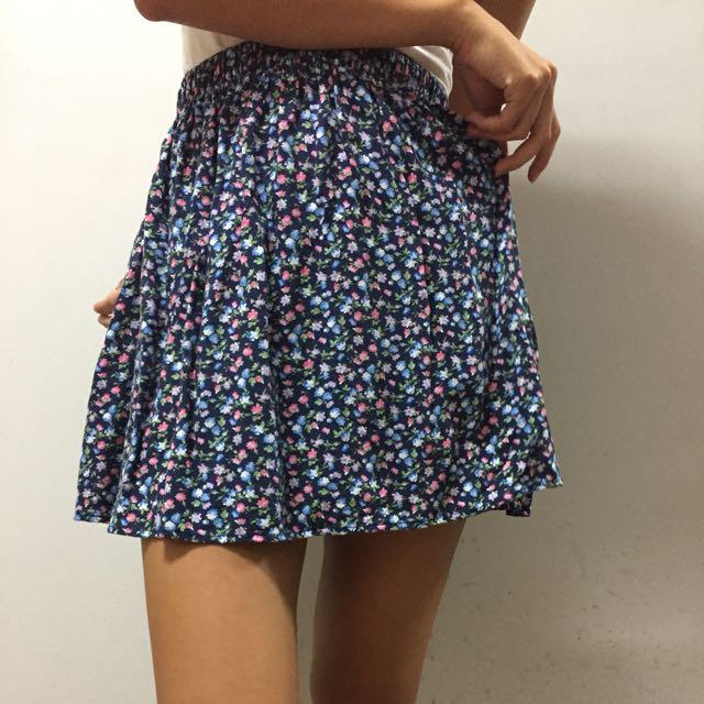 A&F 可愛深藍碎花小短裙