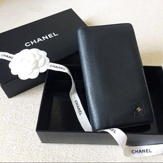 AUTHENTIC CHANEL Camelia Calfskin Bifold Yen Wallet Purse