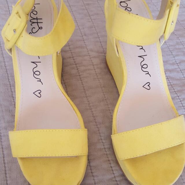 Betts Wedges Shoes Sz 6