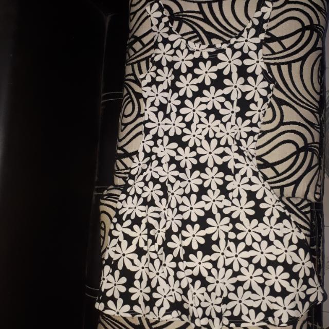Black N White Dress Motif Bunga