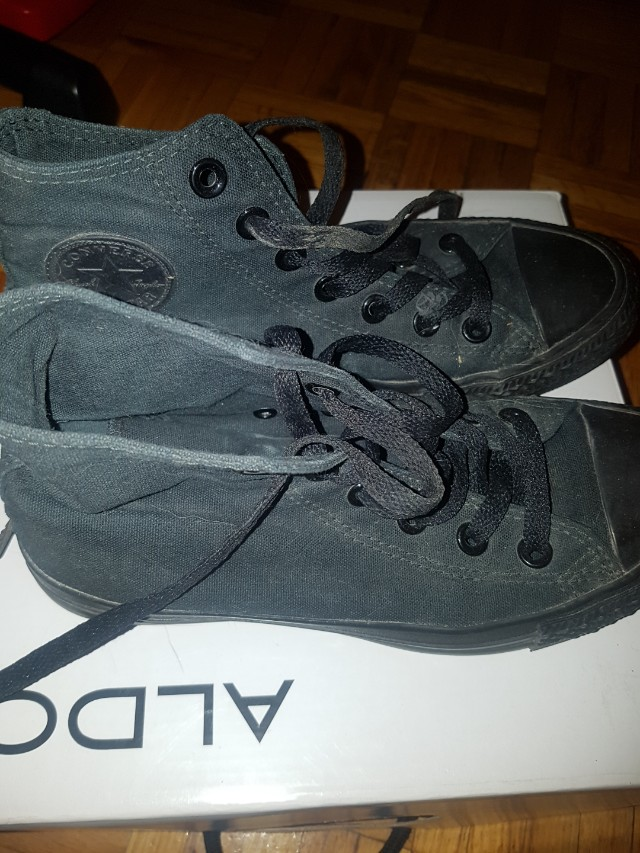 Converse Shoes Size 6